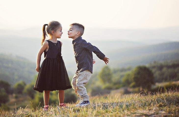 Girl and boy friendship profile pic for whatsapp